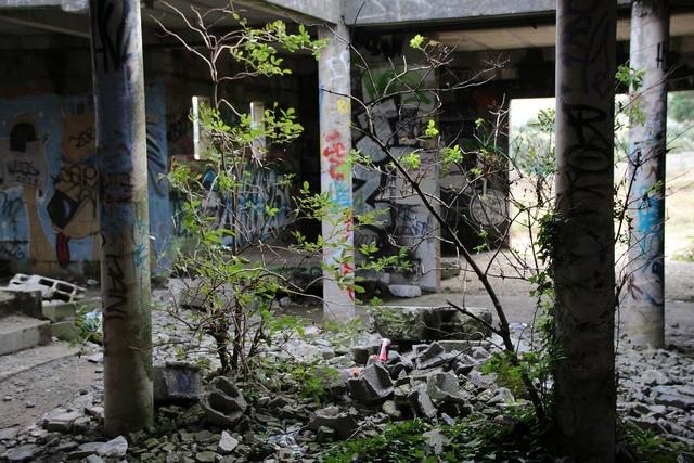 Abandoned house graffiti, architecture buildings.