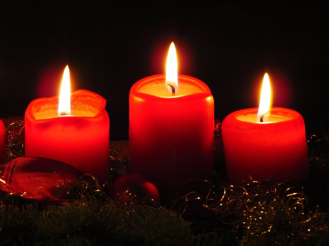 Advent wreath candles flame.