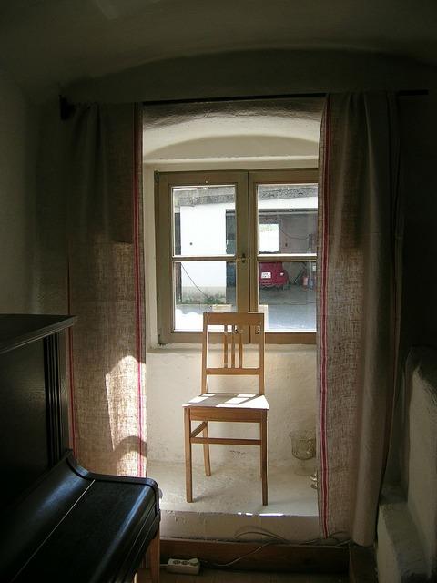 Age chair window.