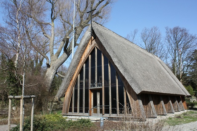 Ahrenshoop thatched roof church, religion.