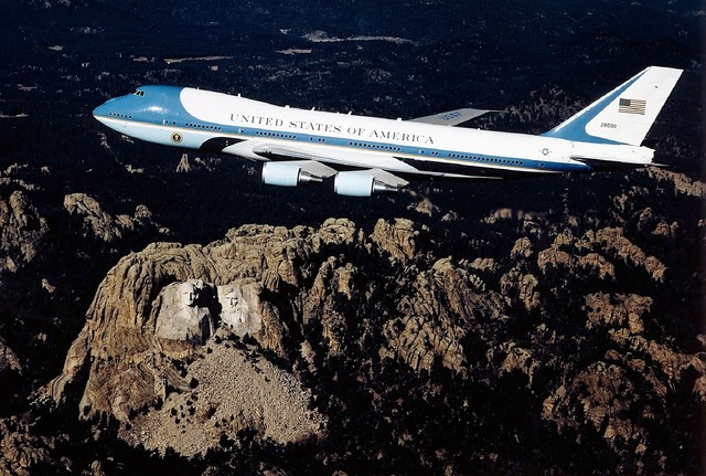 Air force one airplane flight, places monuments.