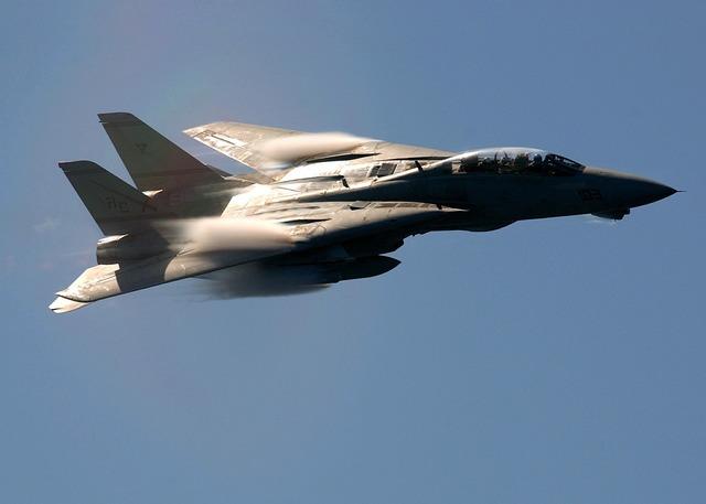 Air show military f-14.