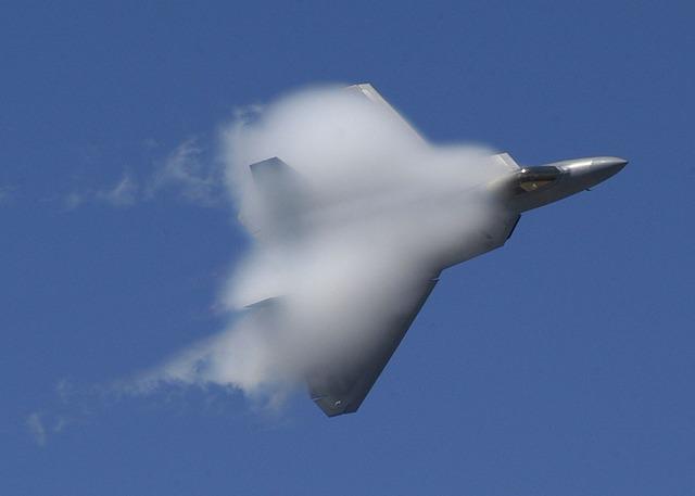 Air show military f-22.