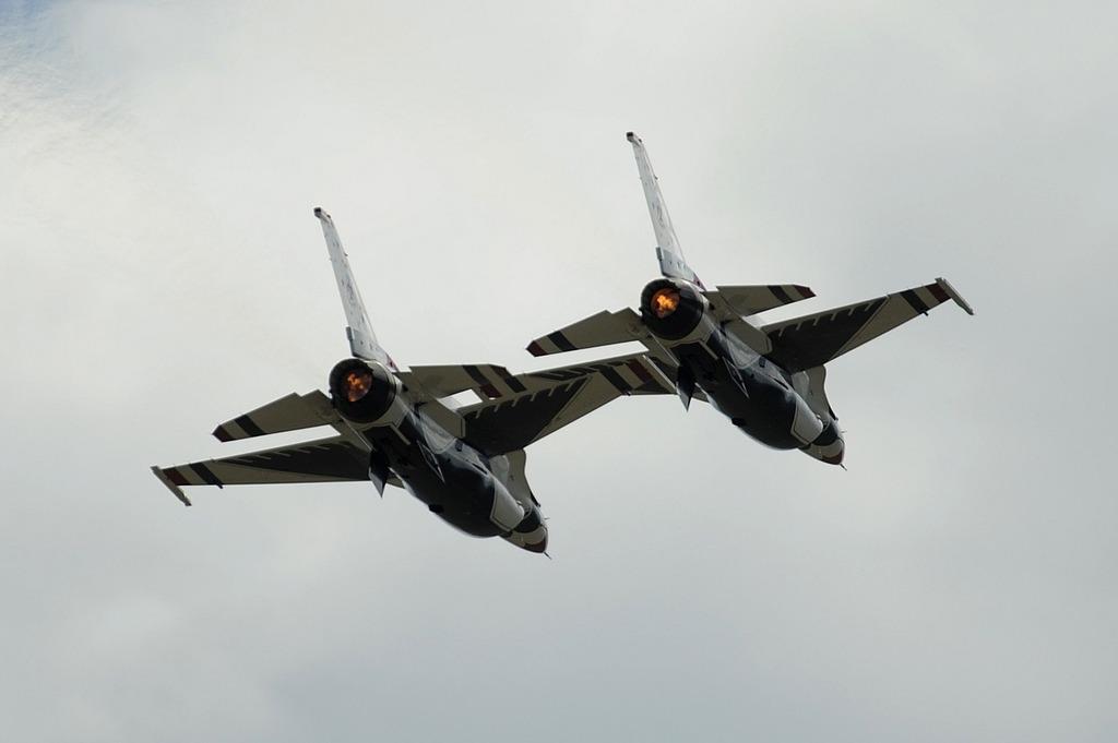Air show thunderbirds formation.