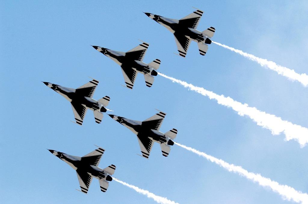 Air show thunderbirds military.