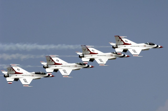 Air show thunderbirds military.