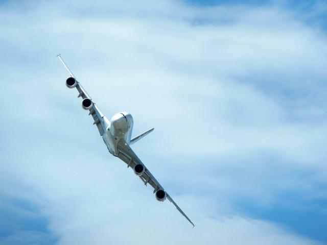 Airbus a380 maneuver.