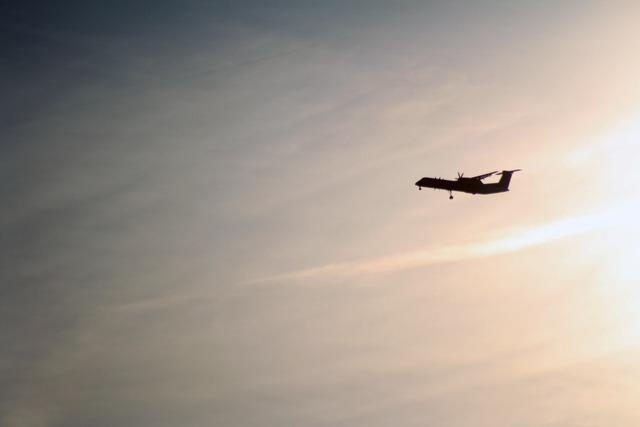 Aircraft approach sun.