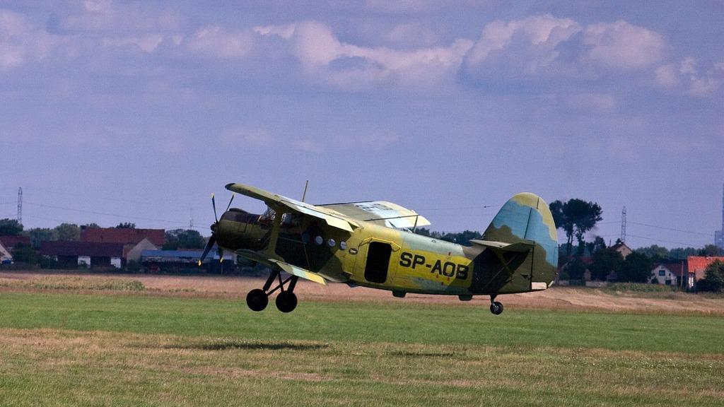 Aircraft start double decker.