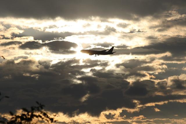 Aircraft sun approach.