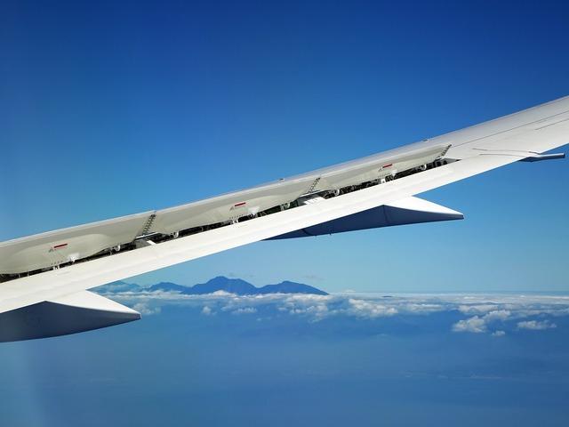 Airplane landing wing, transportation traffic.