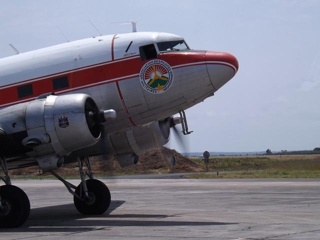 Airshow aircraft second war, transportation traffic.