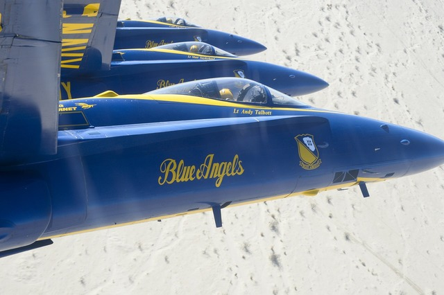 Airshow airplanes blue angels.