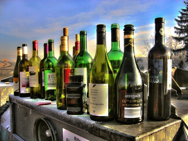 Alkolismus bottles glass, food drink.