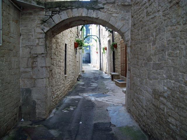 Alley historical centre arc, transportation traffic.