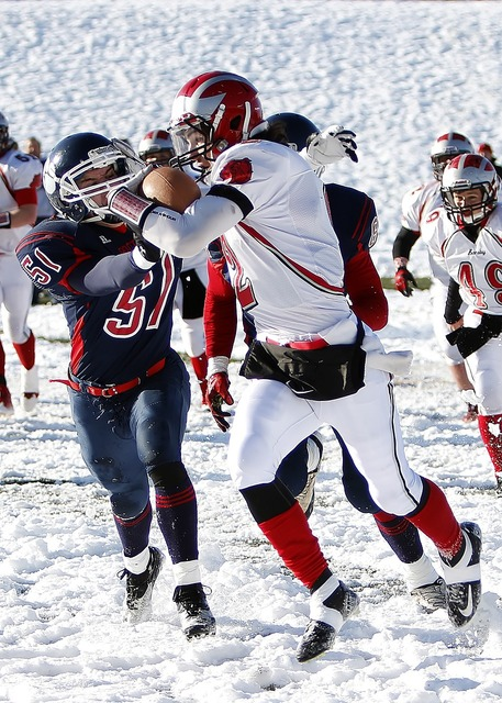 American football running back snow, sports.