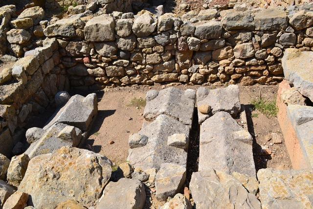 Ancient ruins graves tomb.