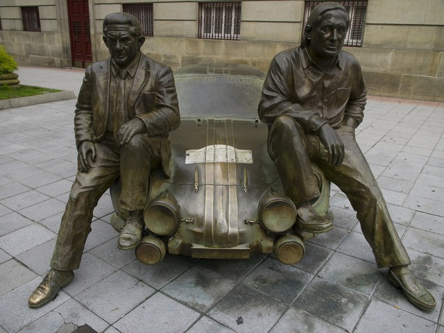 And revert antonio bronze sculpture.