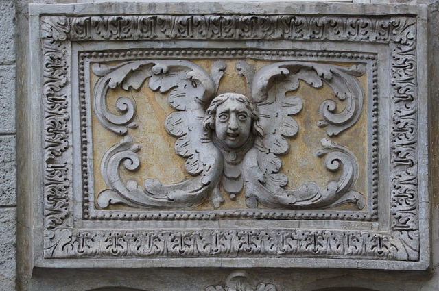 Angel relief sculpture, architecture buildings.