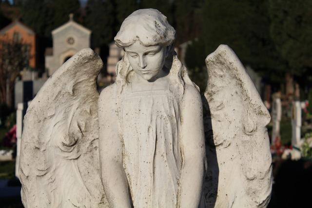 Angel statue sculpture.