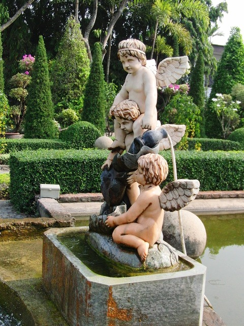 Angels park sculpture sculpture.