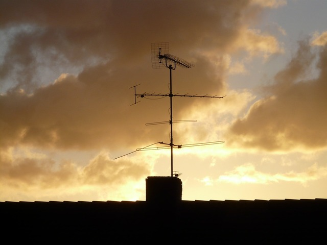Antenna home roof, architecture buildings.