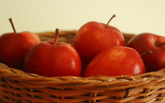 Apple basket red, food drink.