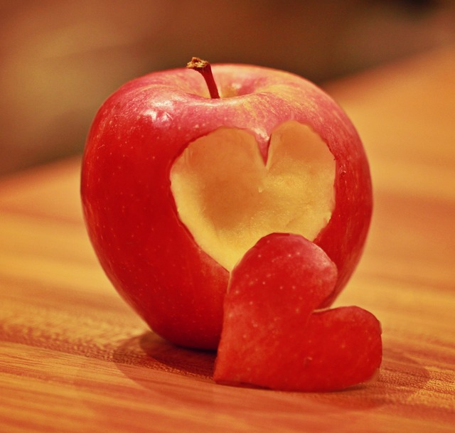Apple fruit heart, food drink.