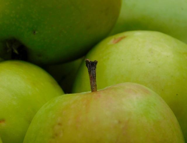 Apple obstfall fruit, food drink.
