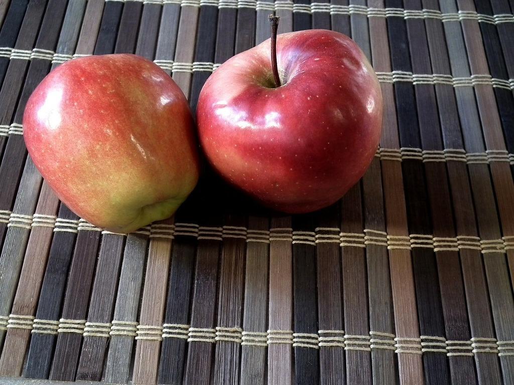 Apples fruit ripe, food drink.
