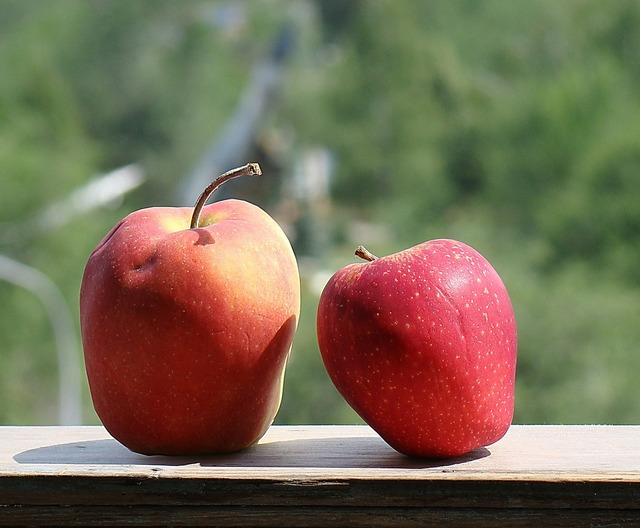 Apples red beautiful.