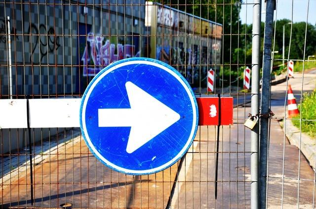 Arrow traffic sign road sign, transportation traffic.