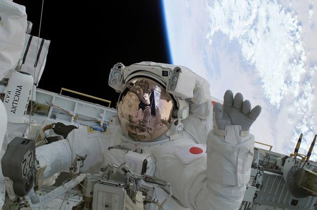 Astronaut wave soichi noguchi.