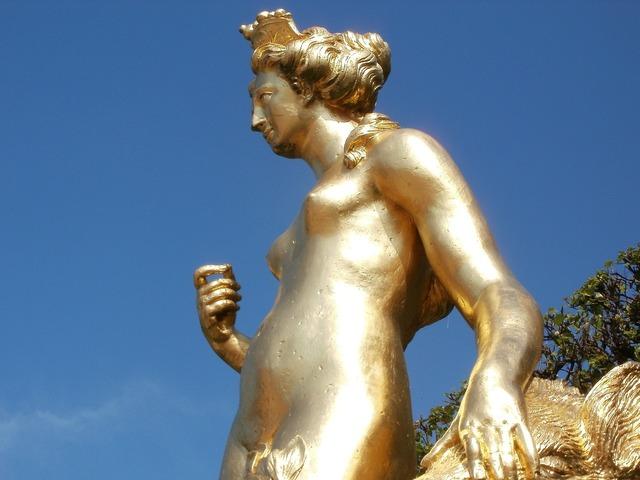 Atalante statue arcadian, beauty fashion.
