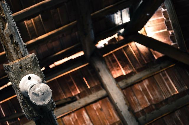 Attic pise old attic.