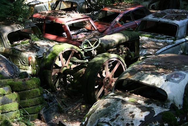 Autos car cemetery old.