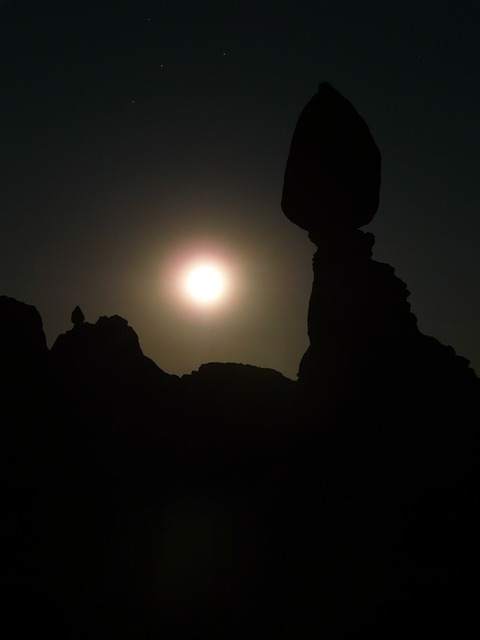 Balanced rock night moonlight.