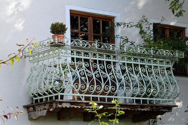 Balcony wrought iron iron.