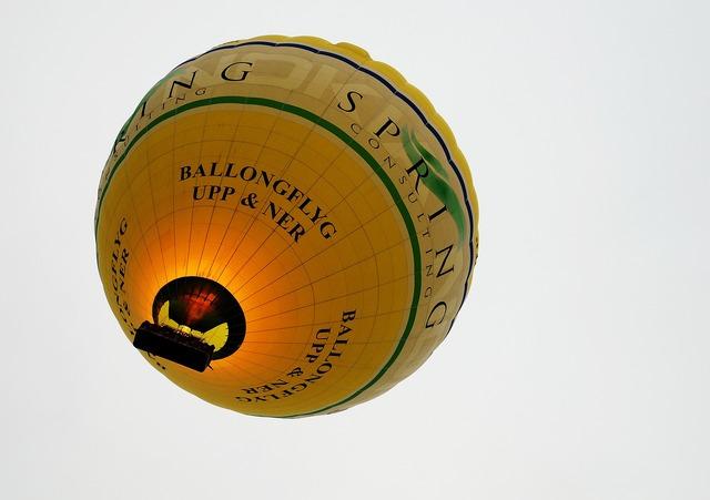 Balloon hot air balloon yellow, transportation traffic.