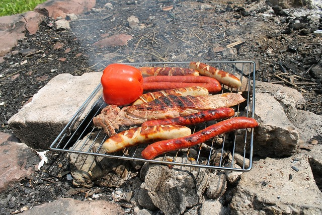 Barbecue campfire meat.