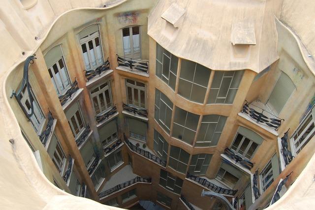 Barcelona fun home, architecture buildings.