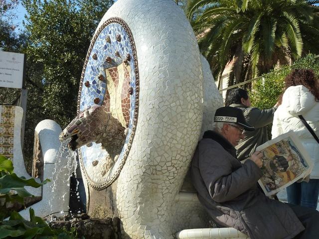Barcelona park güell gaudí, people.
