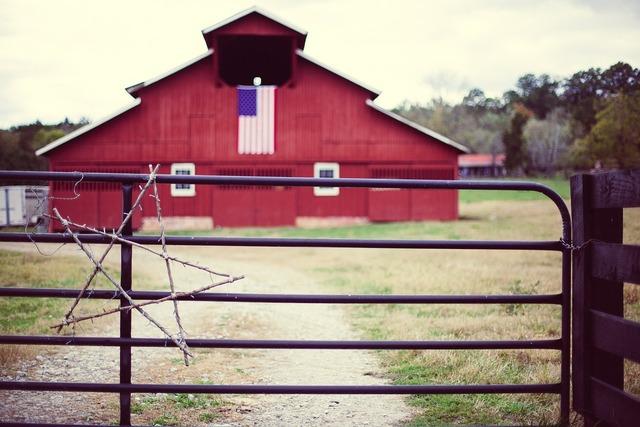 Barn american farm.