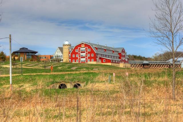 Barn farmhouse wisconsin.