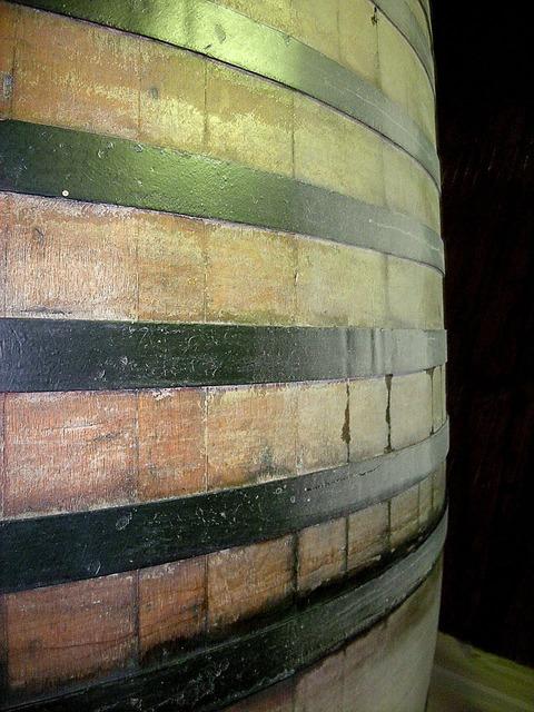Barrel oak casket wine.