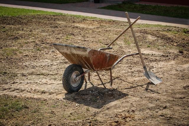 Barrow shovel work, industry craft.