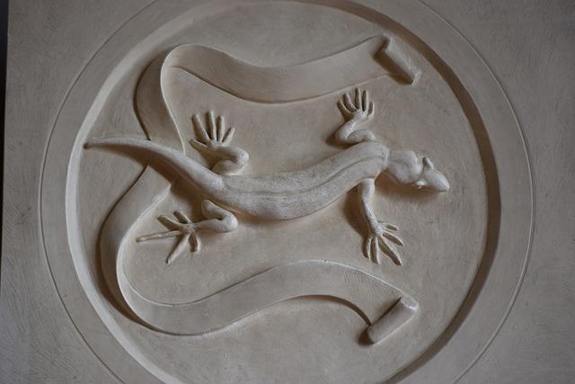 Bas relief icon salamander.