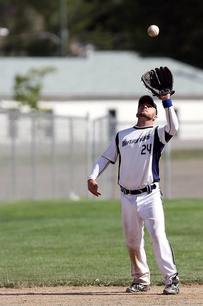 Baseball player catch, sports.