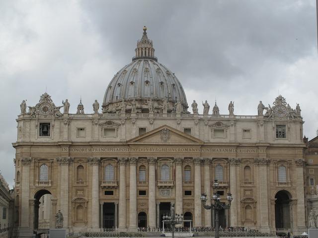 Basilica san pedro columns.