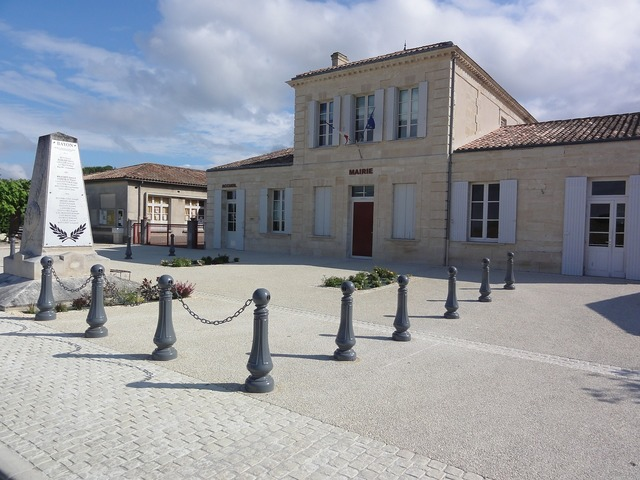 Bayon sur gironde town hall administration, architecture buildings.